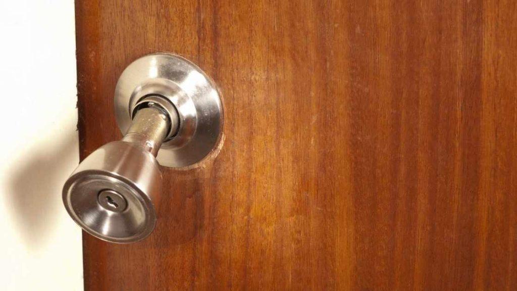 loose doorknob